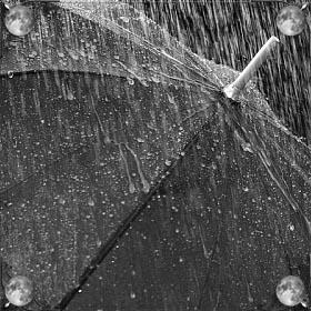 Быть под дождем