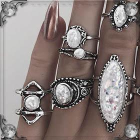 Бывший дарит кольцо