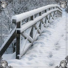 Большие сугробы снега