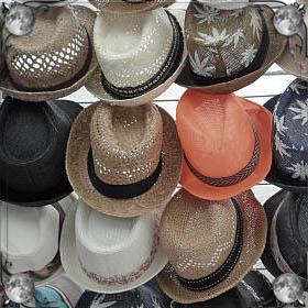 Человек в шапке