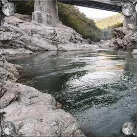 Чистая горная река