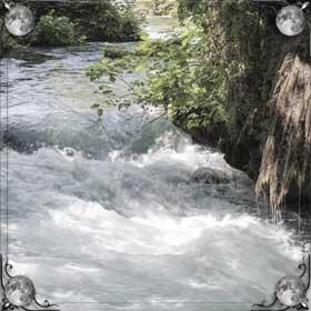 Чистая и быстрая река