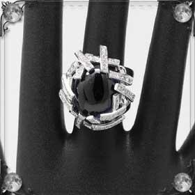 Дали кольцо
