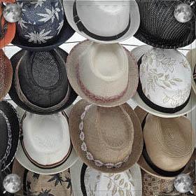 Дарят шапку