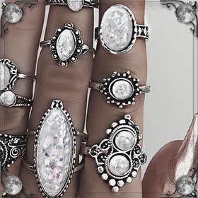 Кольцо с голубыми камнями