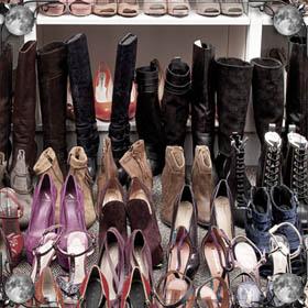 Красные ботинки на ногах