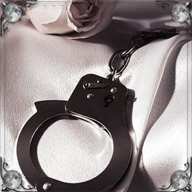 Кровать с наручниками