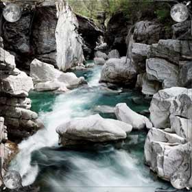 Переходить через реку