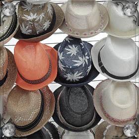 Подарить шапку