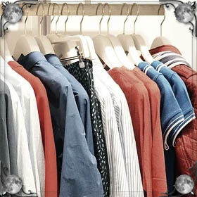 Полный шкаф с одеждой