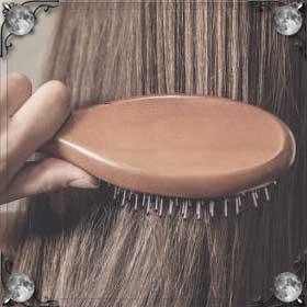 Расчесывать длинные волосы себе