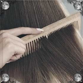 Расчесывать волосы другому