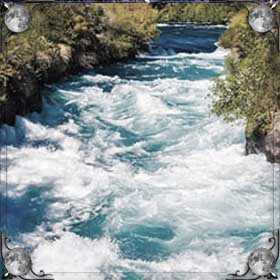 Сильное течение реки