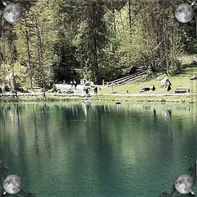 Вода в озере