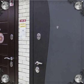 Замыкать двери