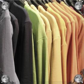 Зашивать одежду иголкой